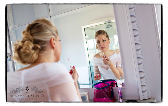 bride looking into the mirror putting on lip stick