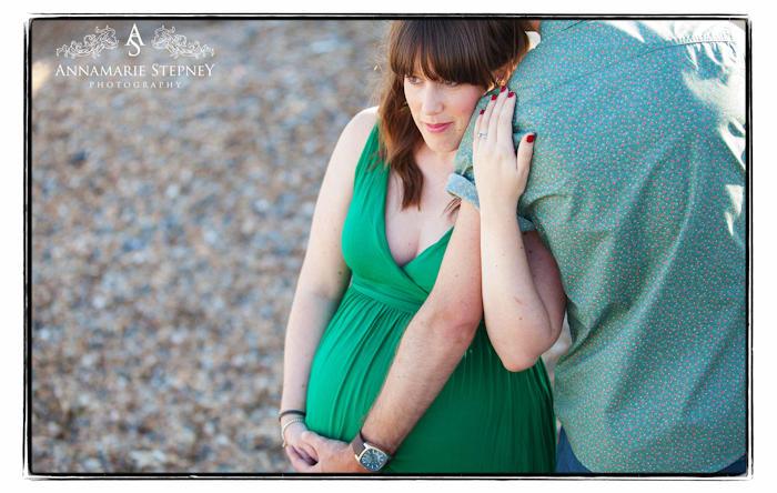 creative maternity photographer