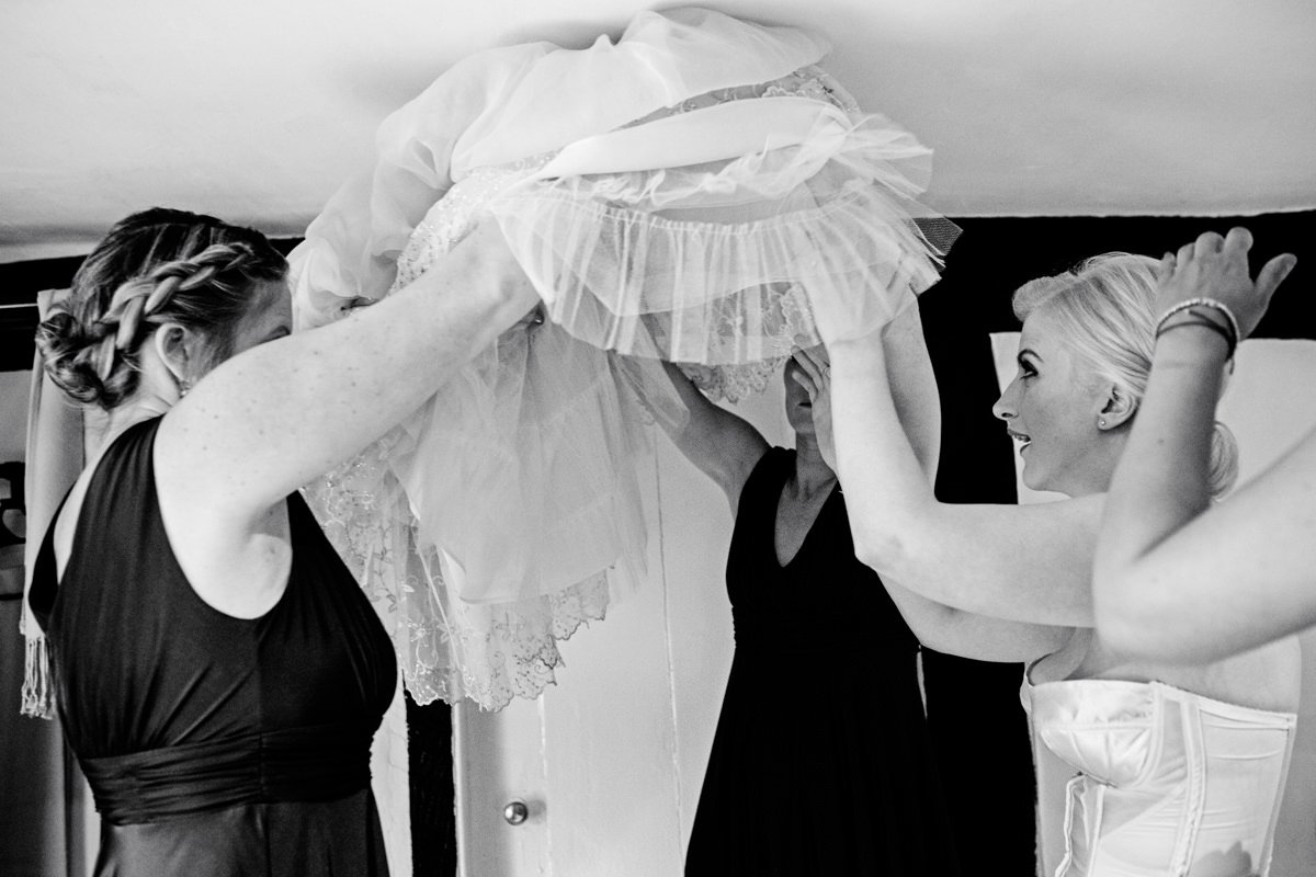 Grittenham-barn-wedding-photographer-2000